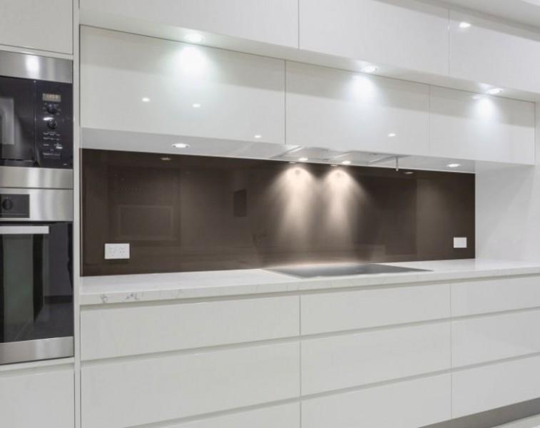 Glas Nischenwand für die Küche -  BRAUN / MITTELBRAUN